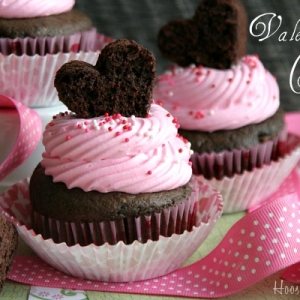 Montana Family Market_Make your own Valentine's day cupcake